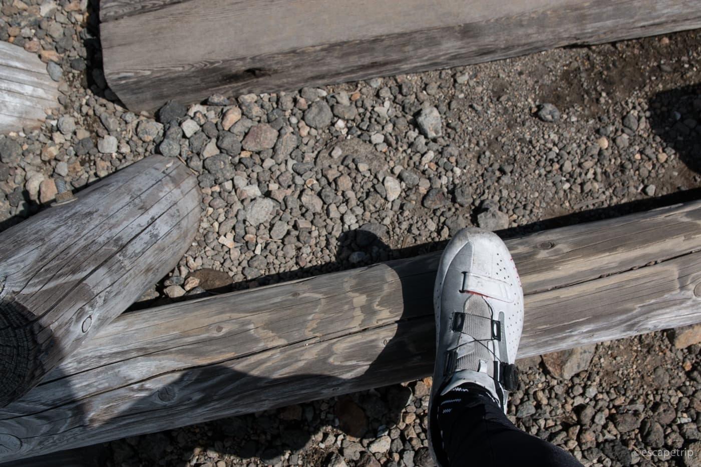 登山道とビンディングシューズ