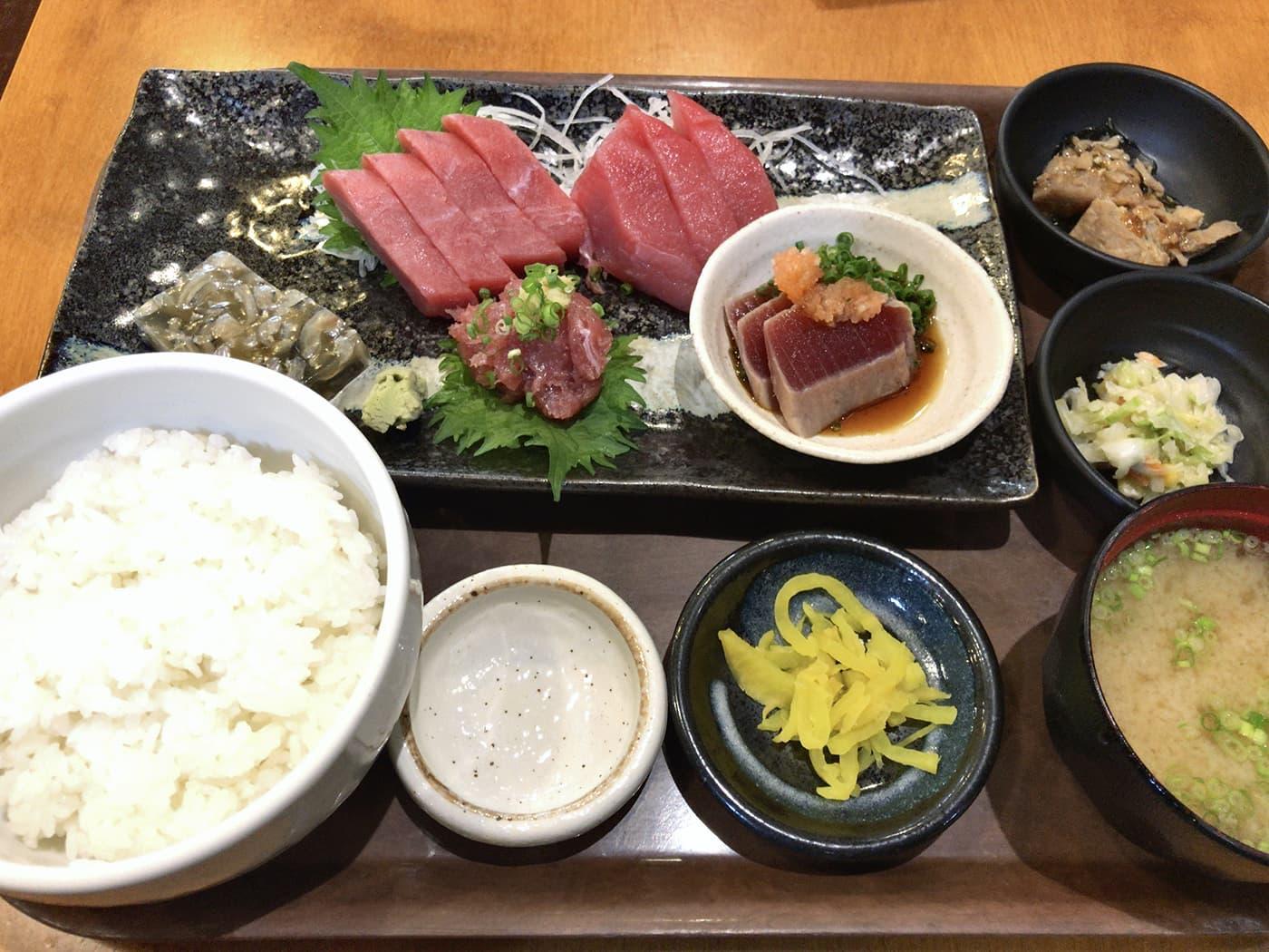 三崎食堂のマグロ三昧定食