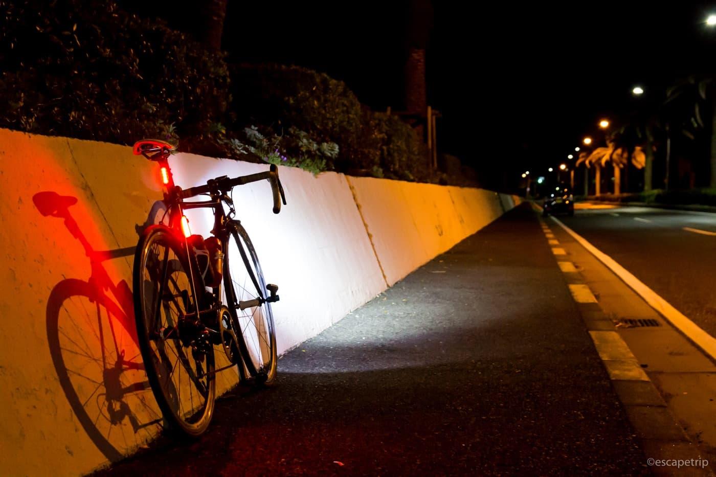 夜の横須賀とロードバイク