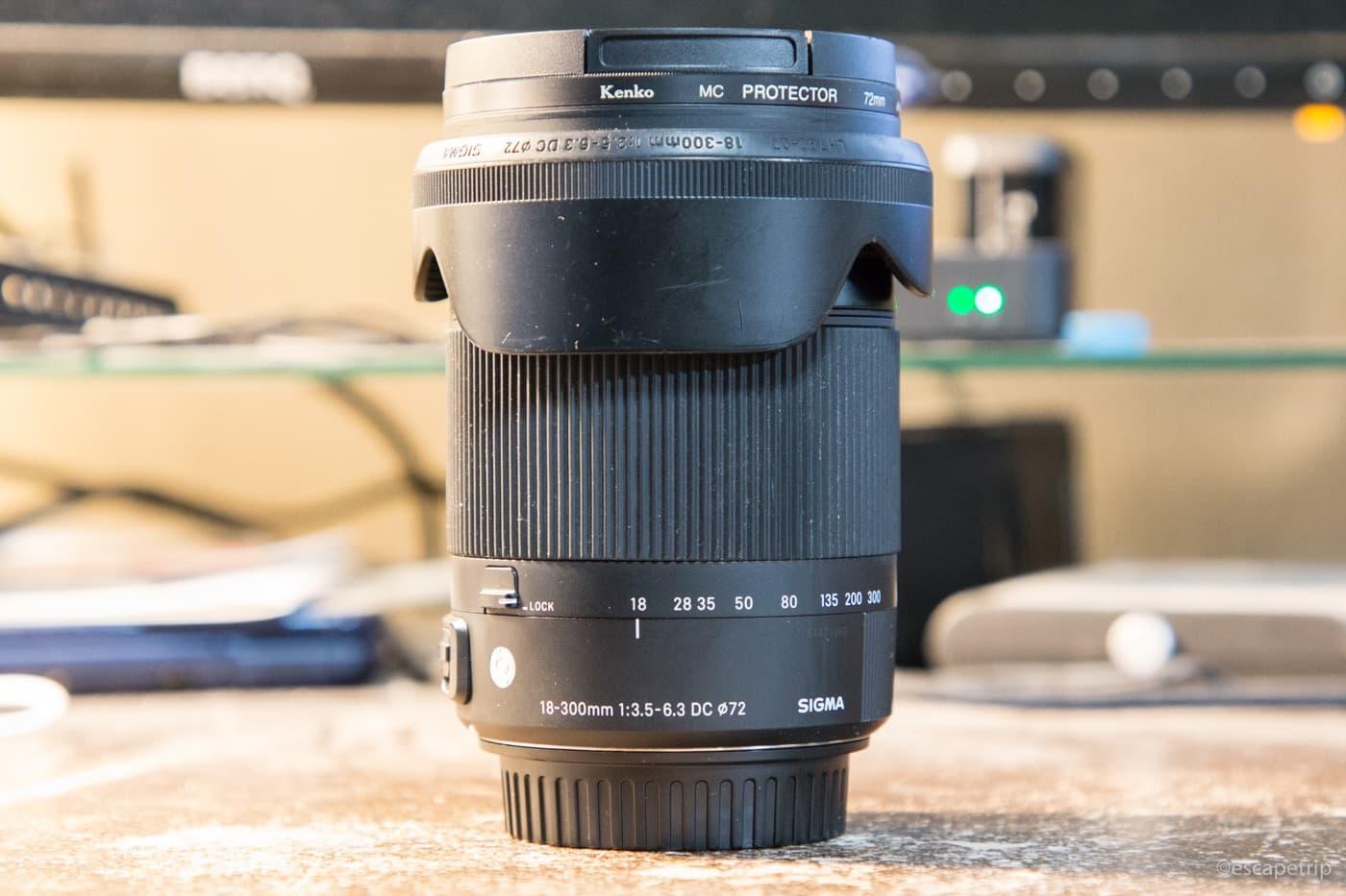 シグマ18-300mm高倍率ズームレンズの外観