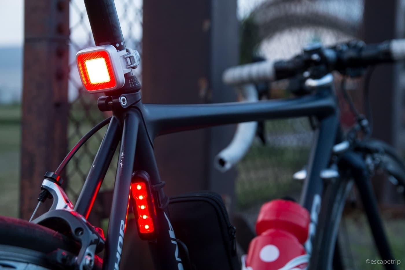 ロードバイクにリアライトを2個付けてみる