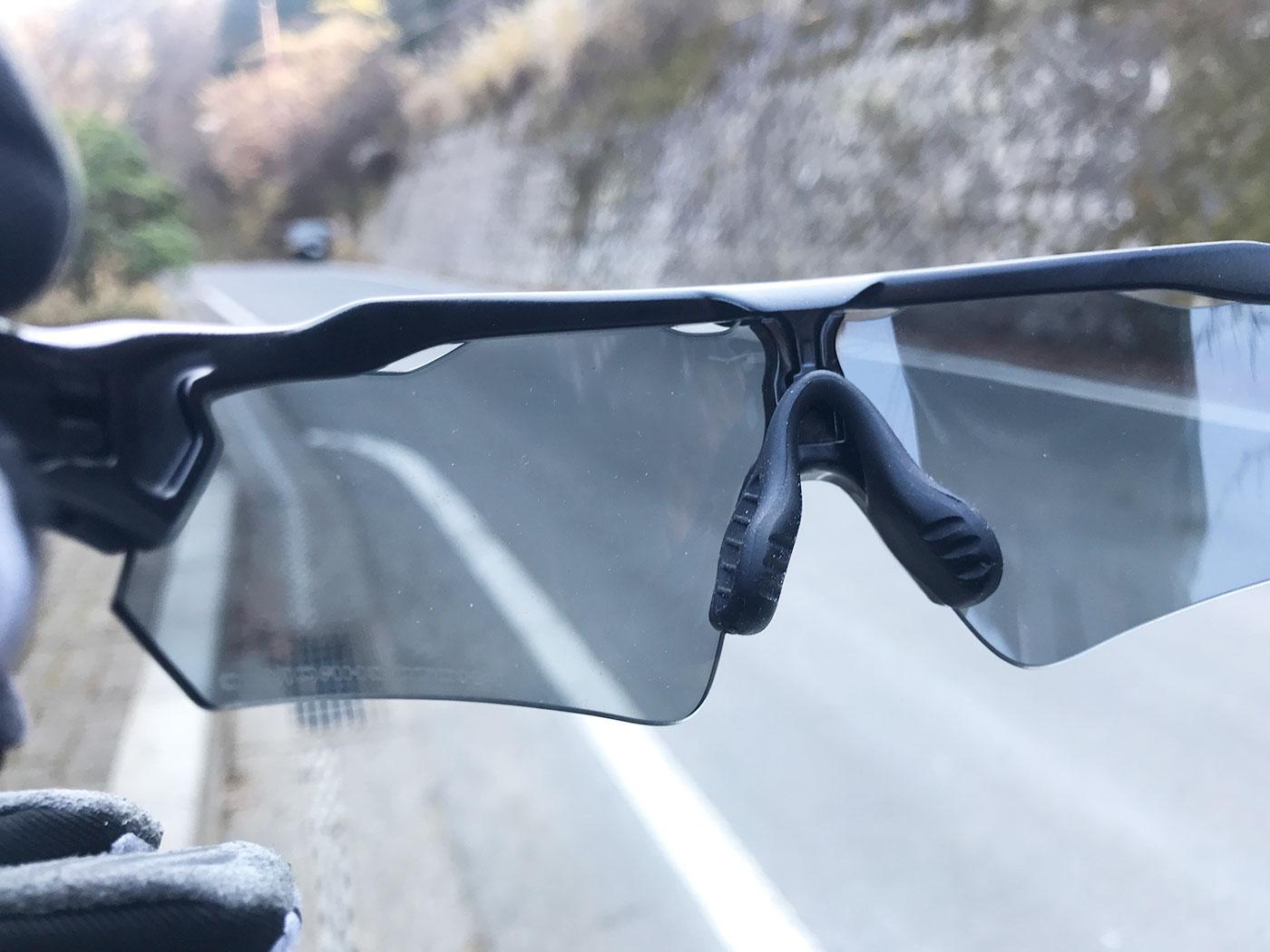 冬のヤビツ峠で試した調光レンズ