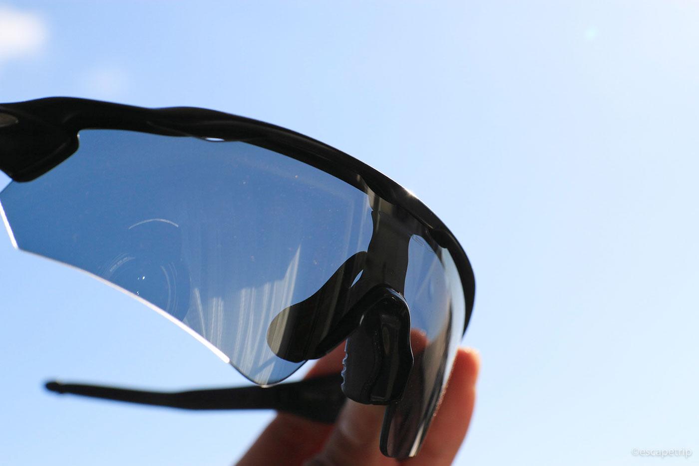 オークリーの調光レンズ