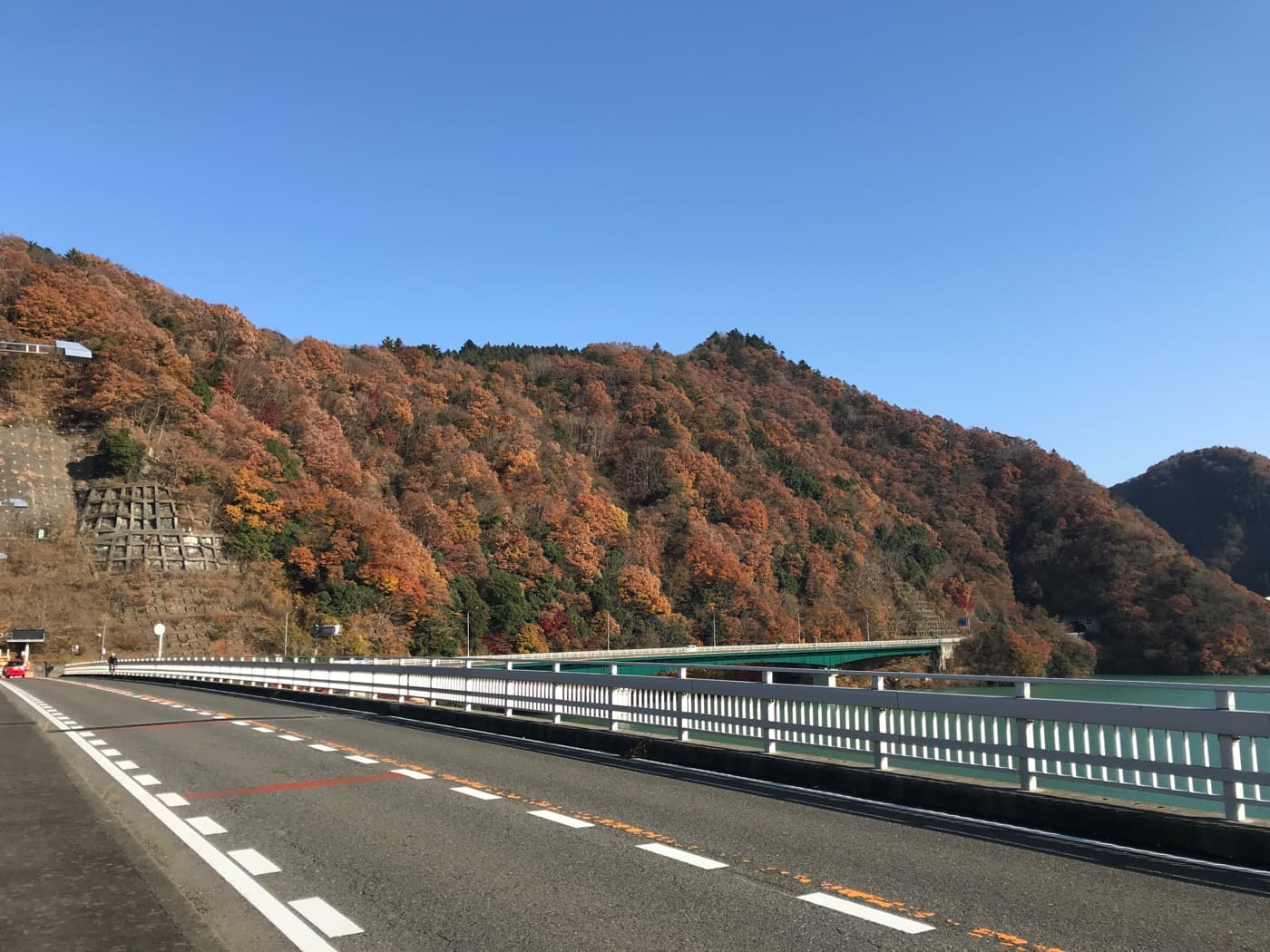 宮ヶ瀬ダムと紅葉