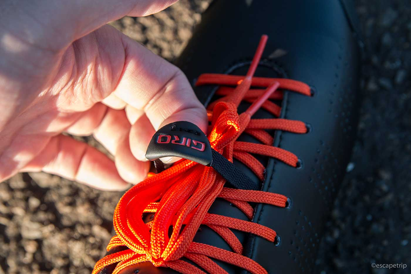 結んだ靴ひもを固定できる