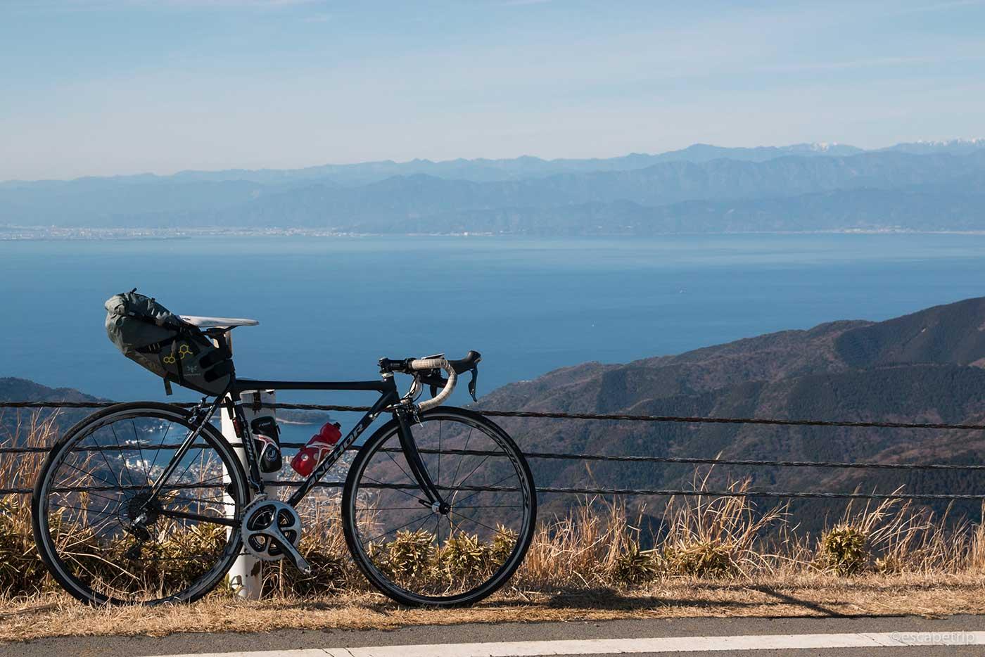 西伊豆スカイラインの景色とロードバイク
