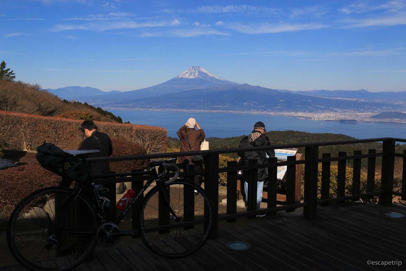 だるま山高原レストハウスと富士山