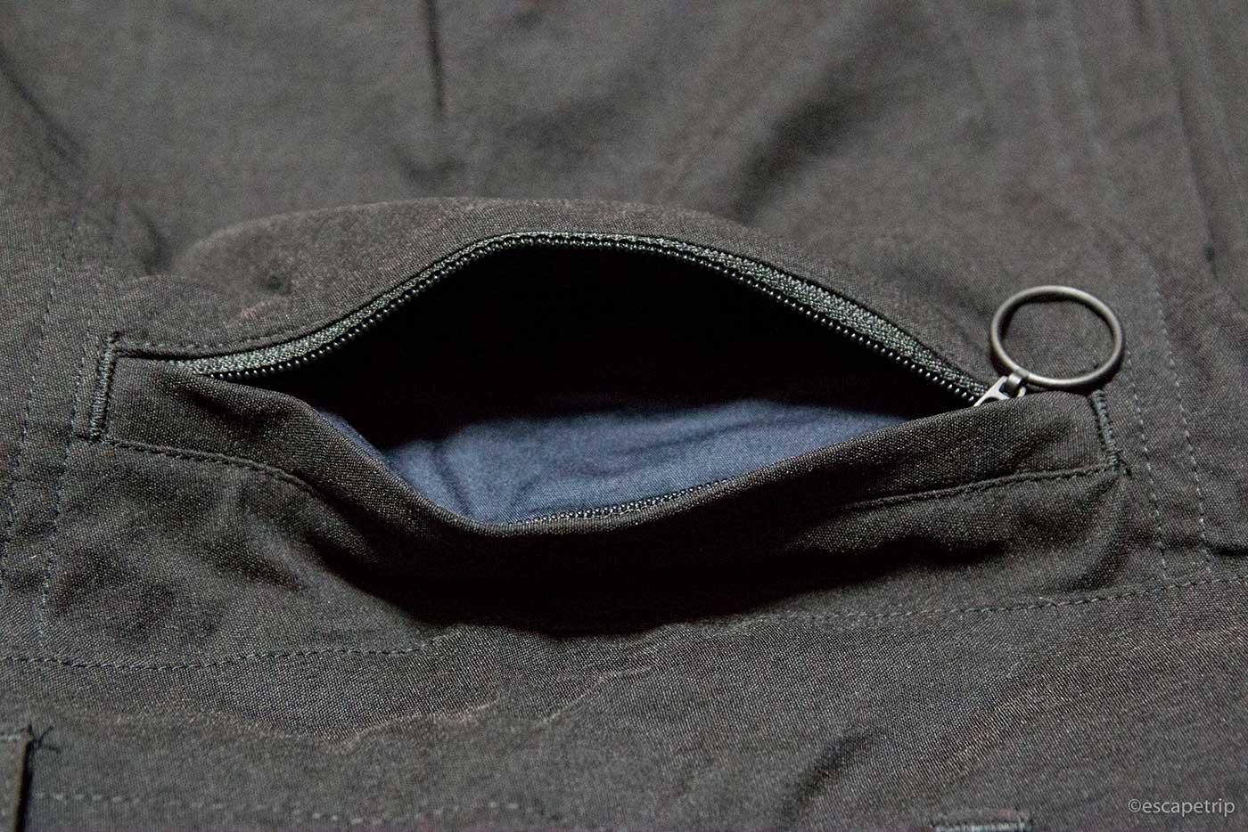 ラファの短パン「Randonnee Shorts」のジップポケット