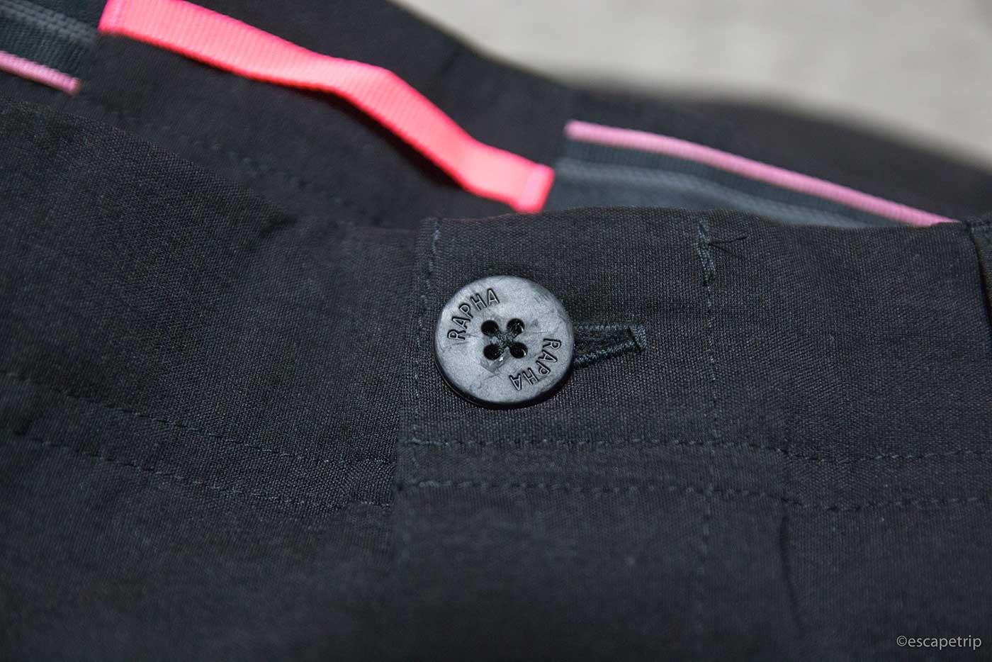 ラファの短パン「Randonnee Shorts」のボタン