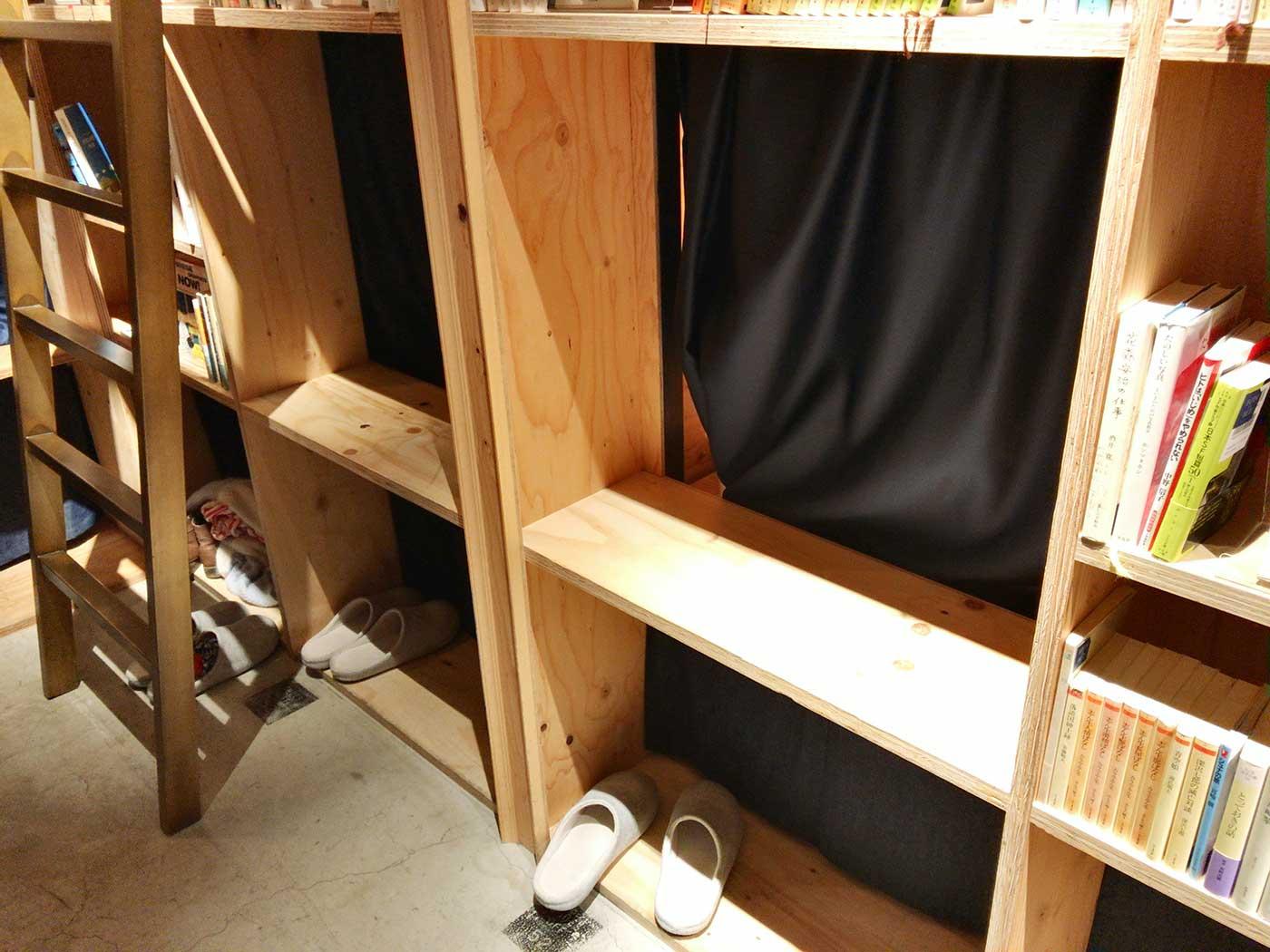 カーテンの奥がベッドスペース