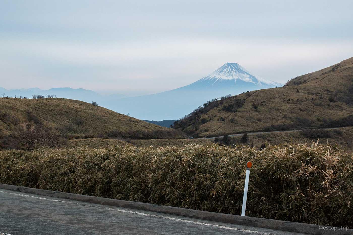 夕方の西伊豆スカイラインと富士山