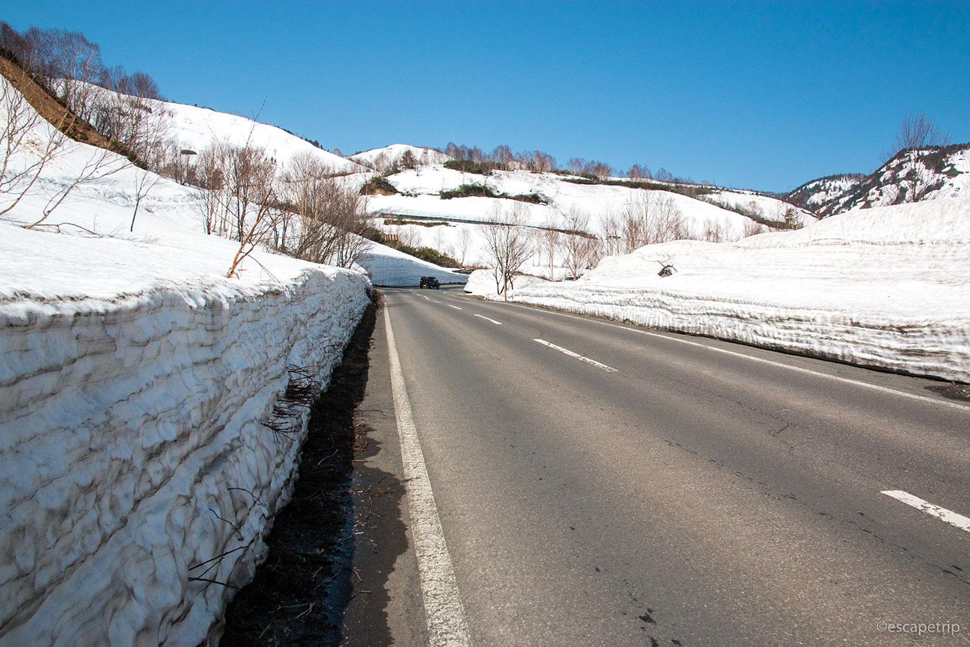 八幡平アスピーテラインの積雪
