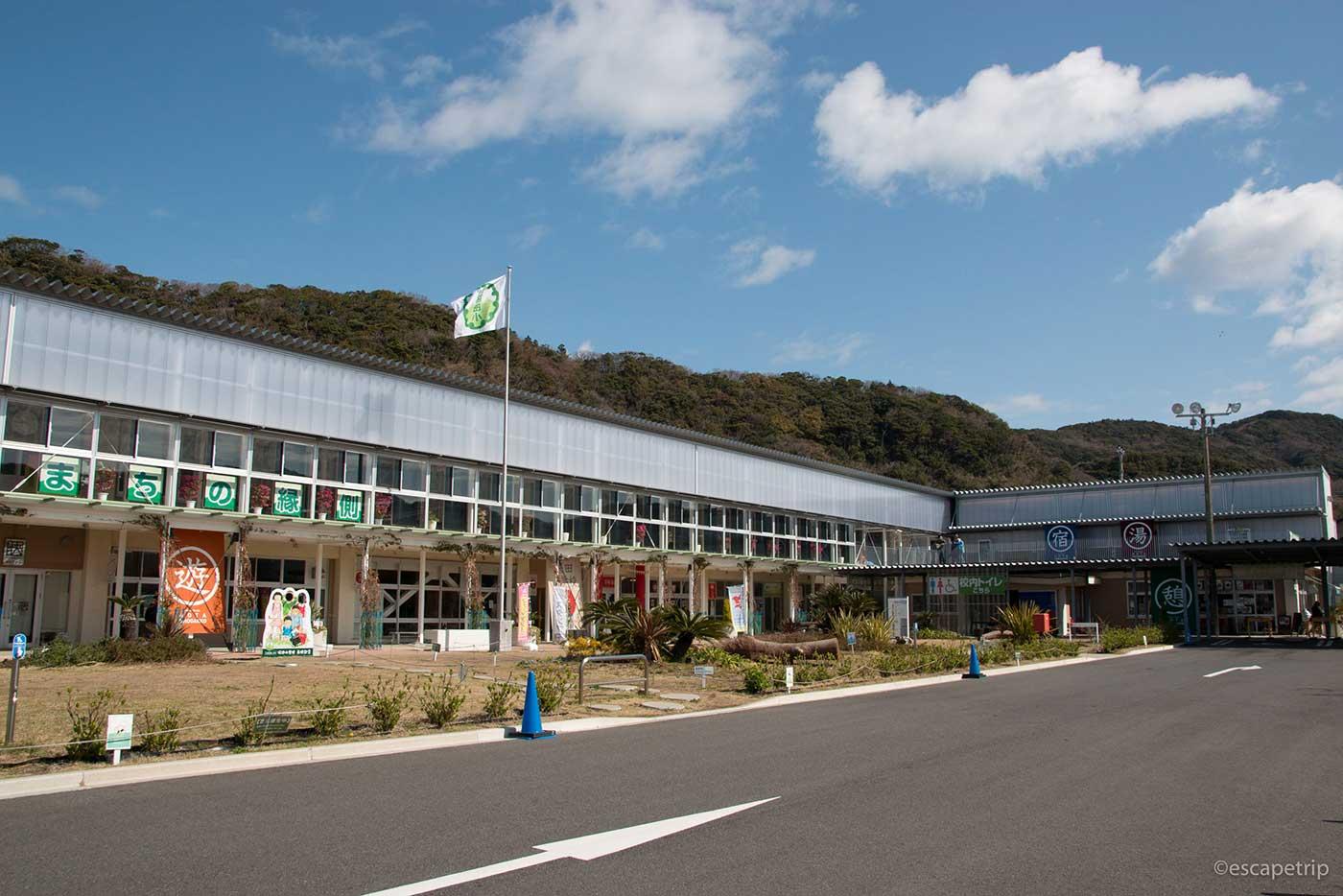 保田小学校の全景