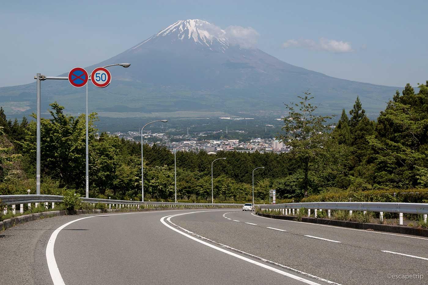下り坂と富士山