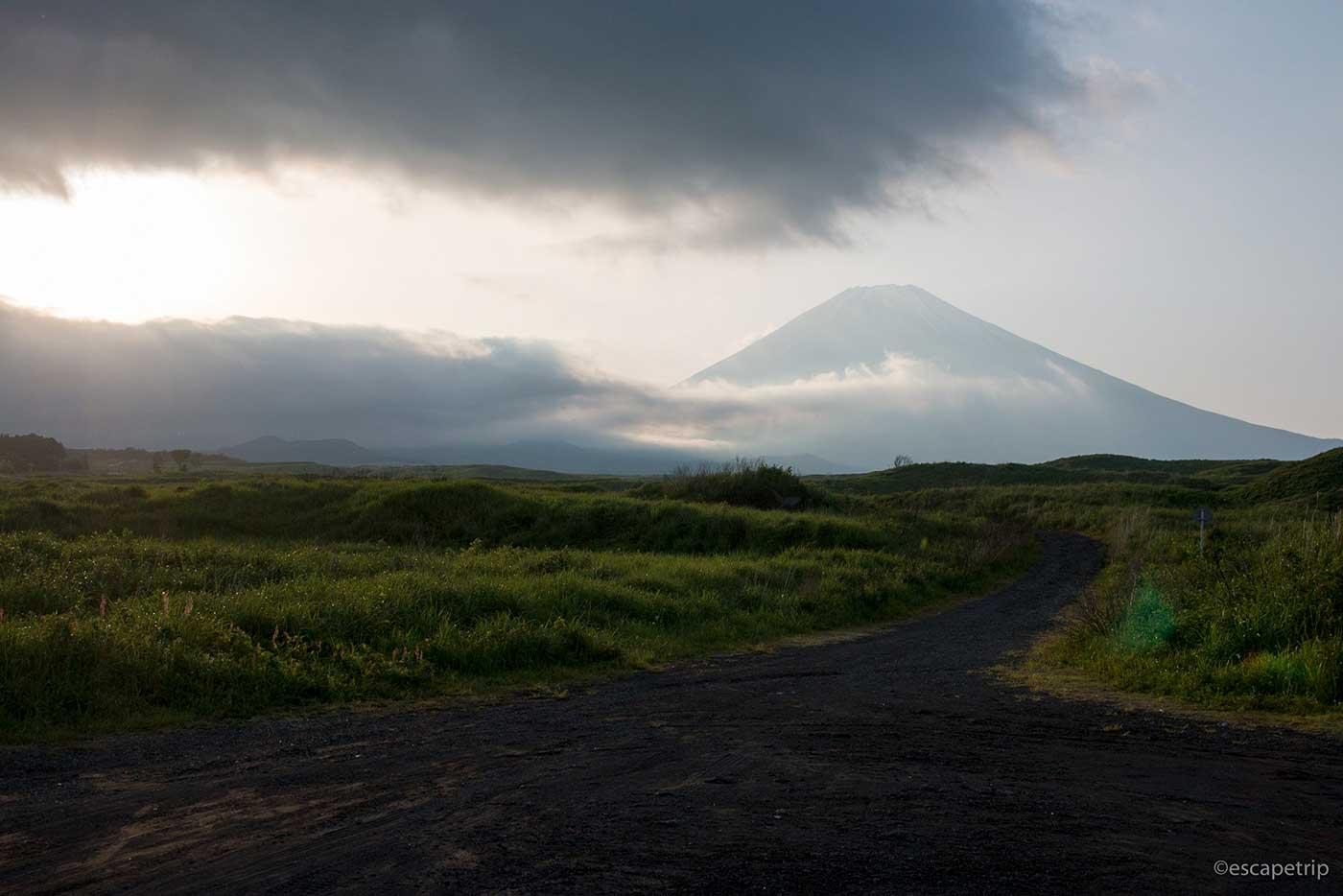 夕暮れと富士山と雲
