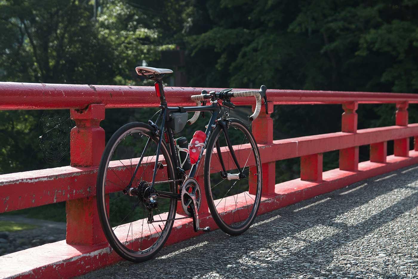 箱根の橋とロードバイク