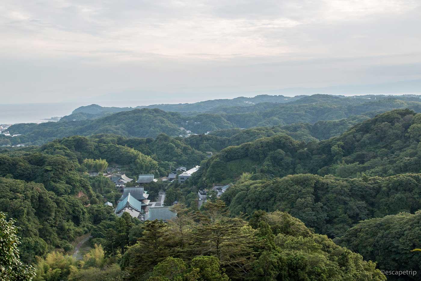 山の上から見る建長寺