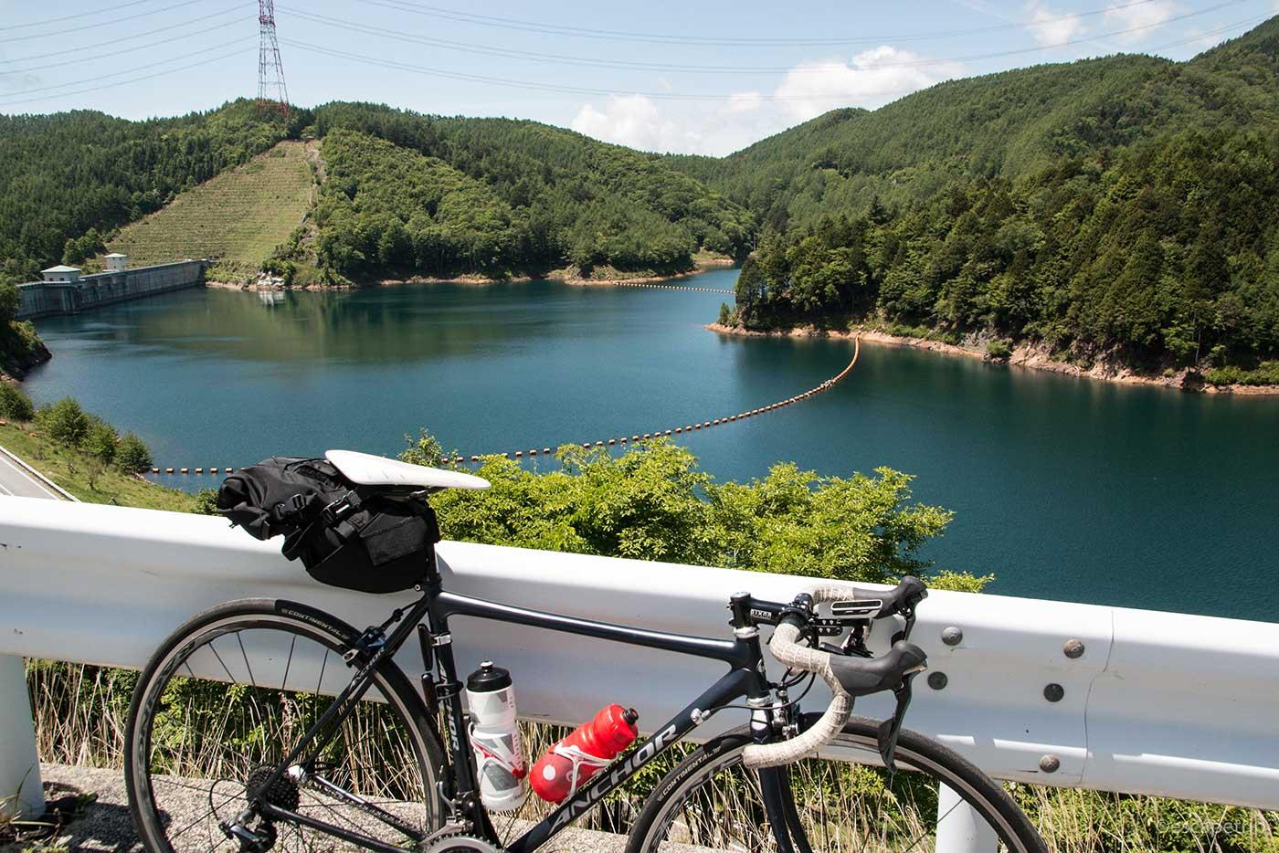 乙女湖とロードバイク