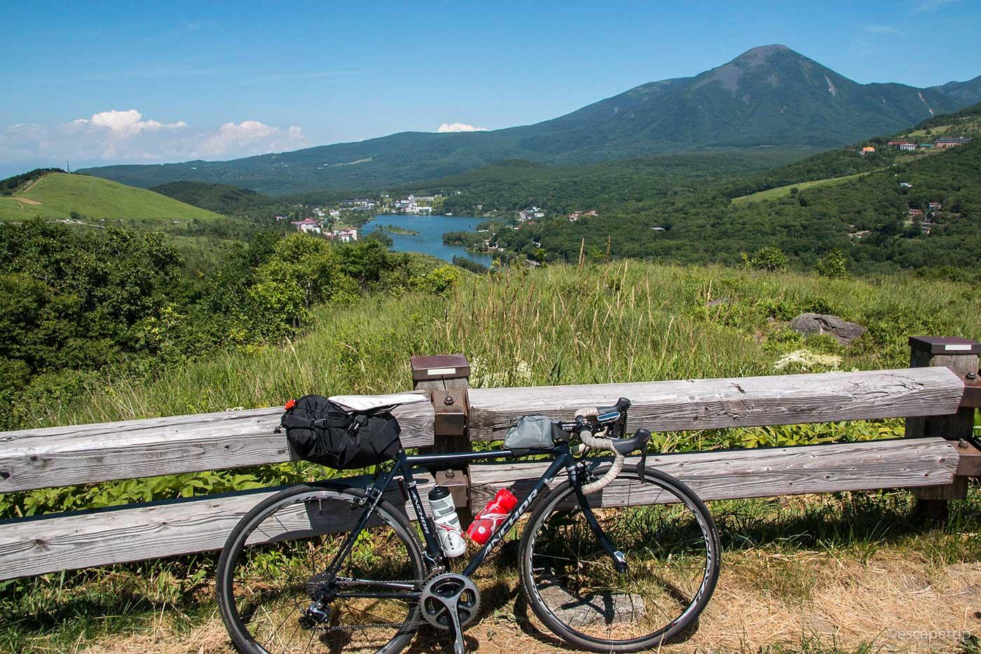 白樺湖とロードバイク