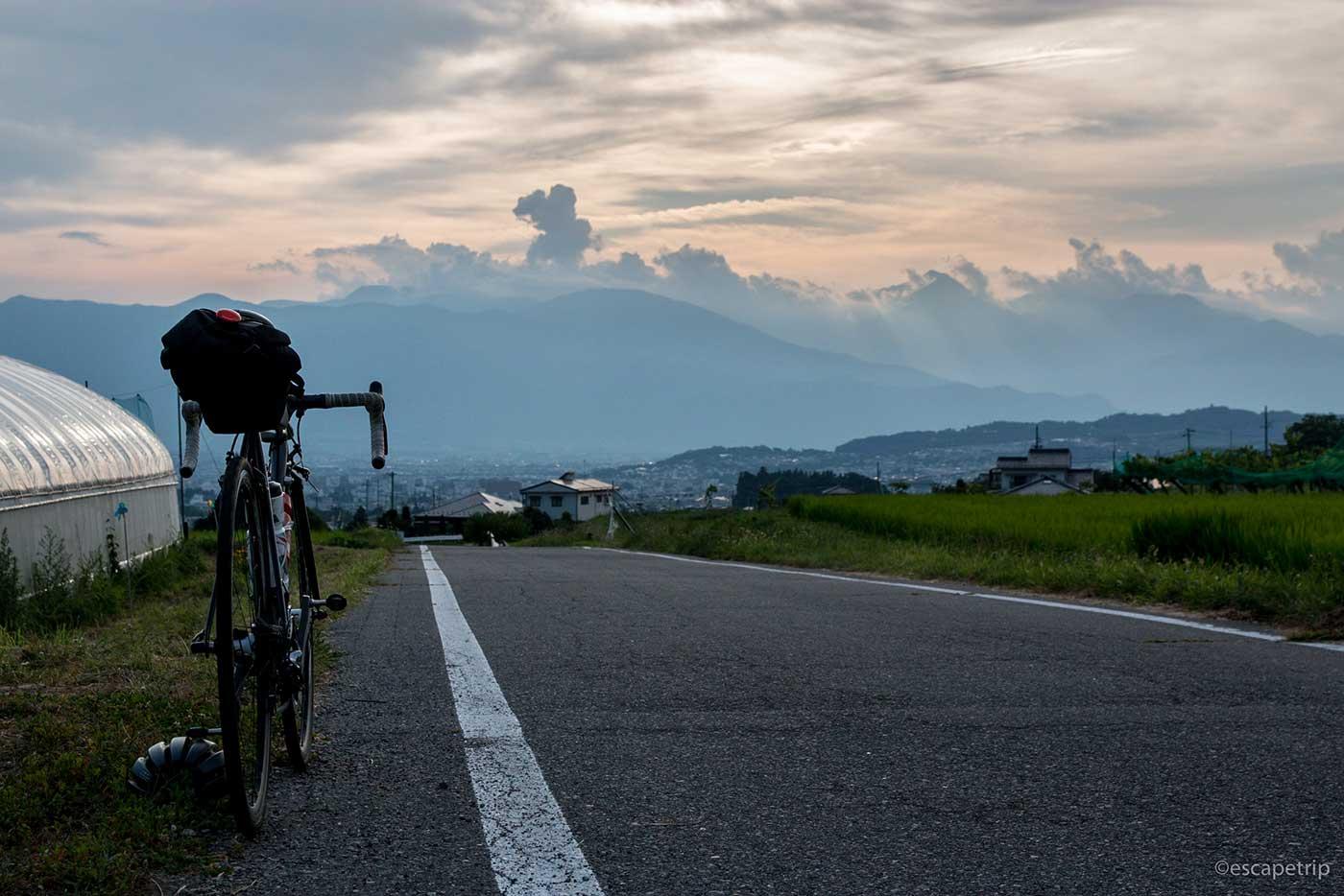 平成最後の夏の夕暮れとロードバイク