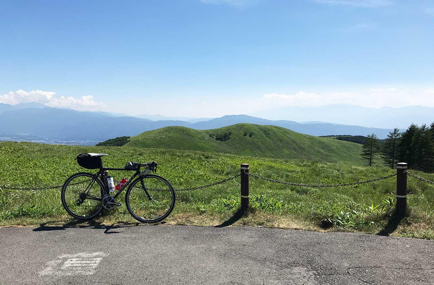 快晴の霧ヶ峰とロードバイク