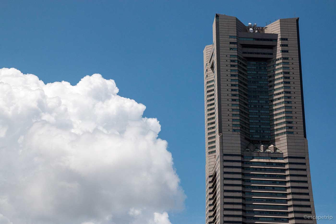 入道雲とランドマークタワー