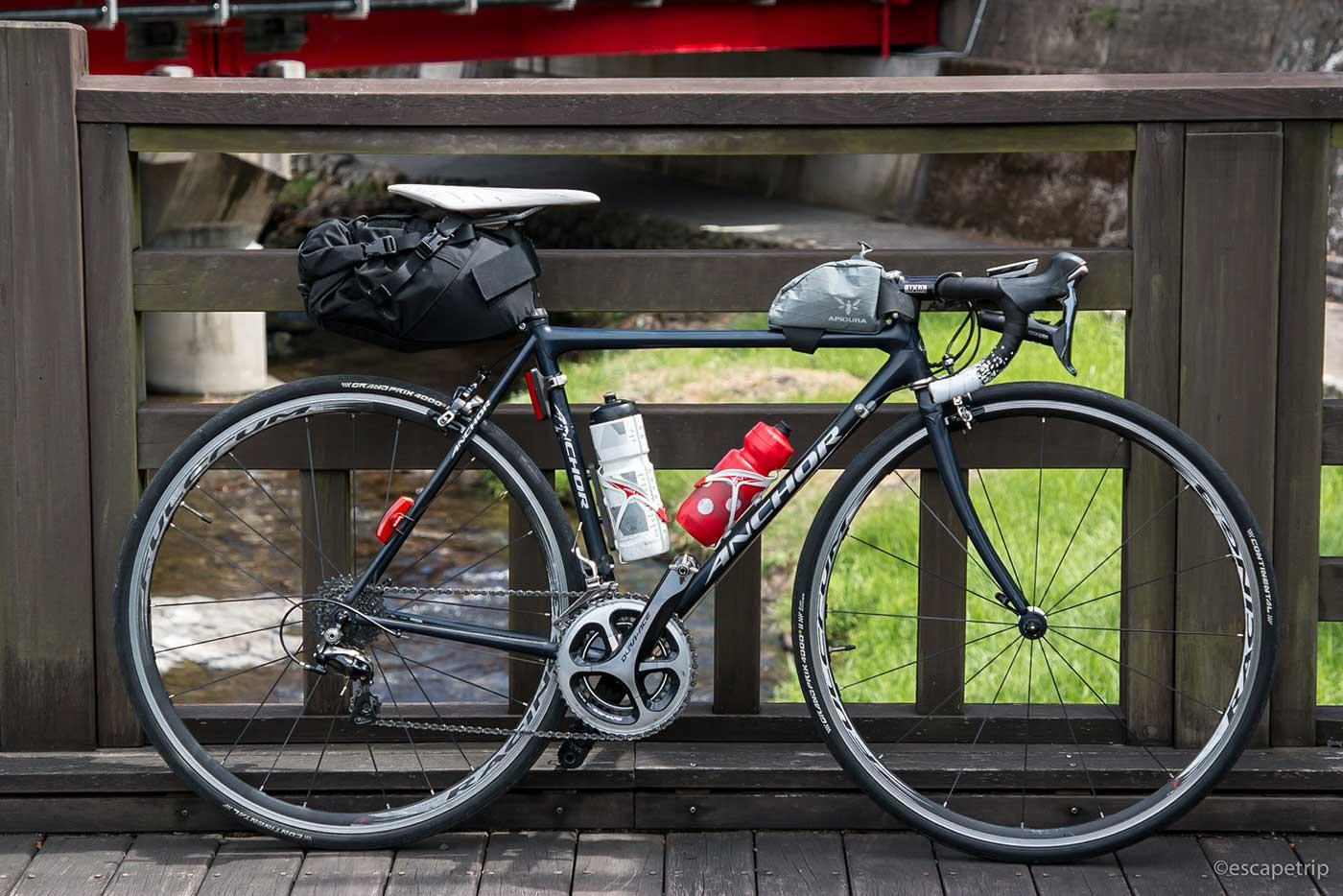 サドルバッグを装着したロードバイク