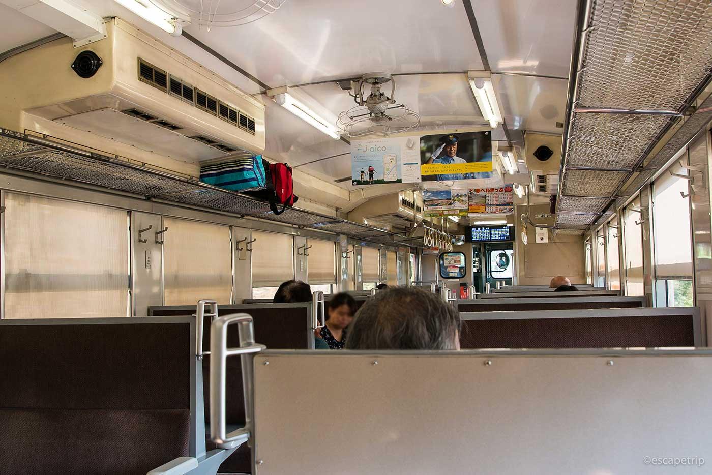 山陰本線の電車内