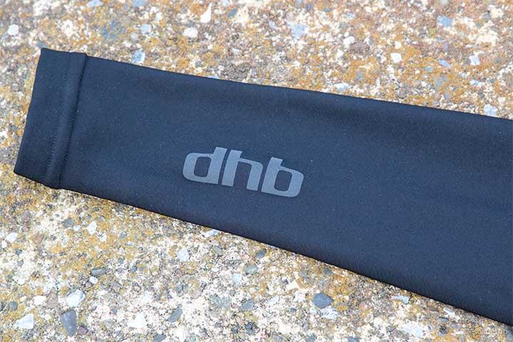 dhbのアームウォーマーのロゴ