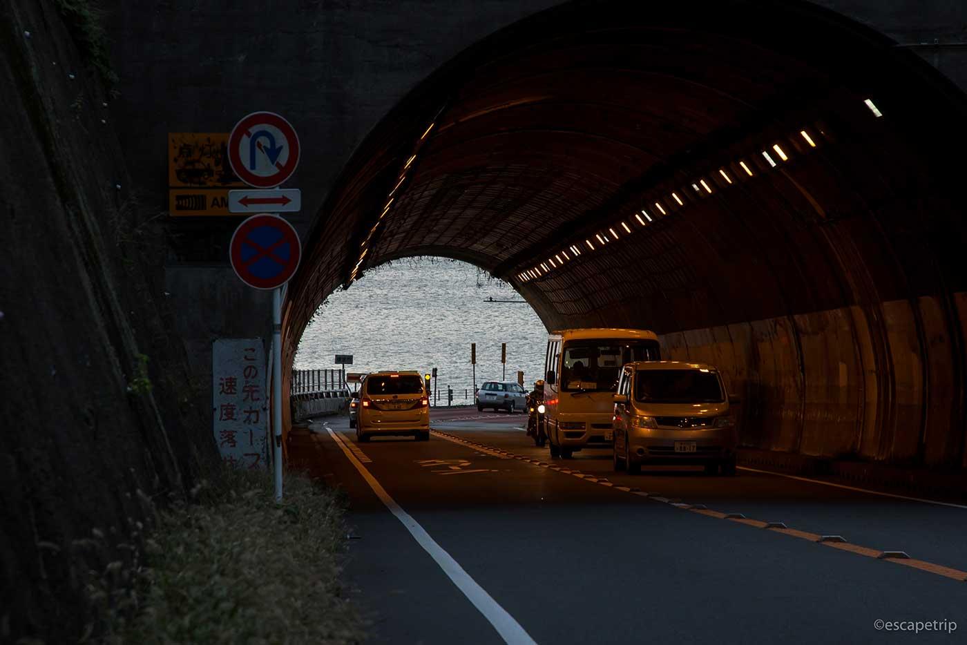 トンネルと海