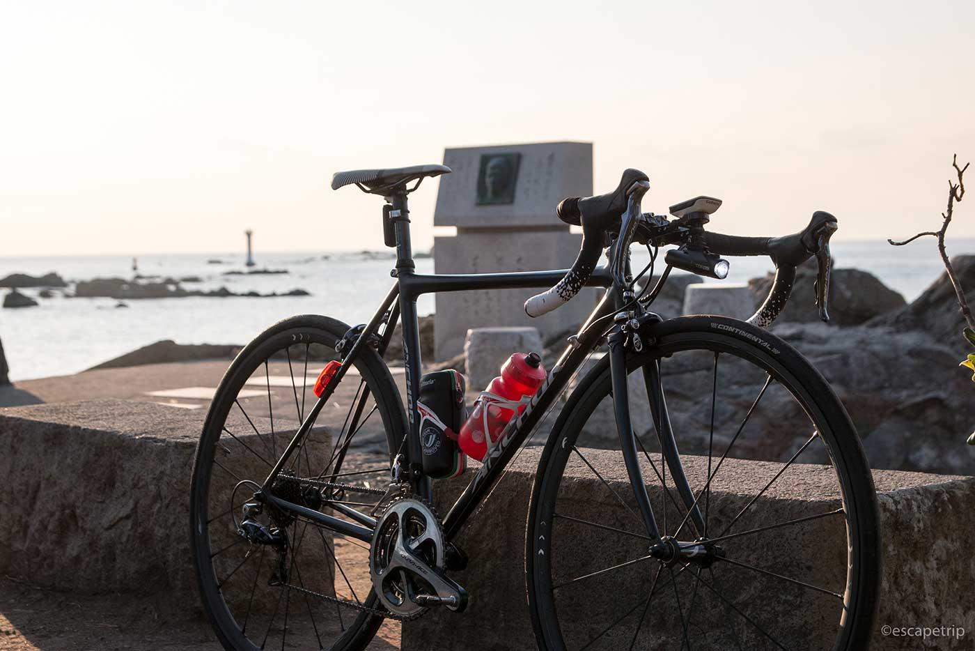 冬の夕焼けとロードバイク