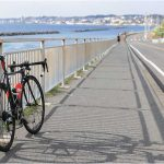 海とロードバイク