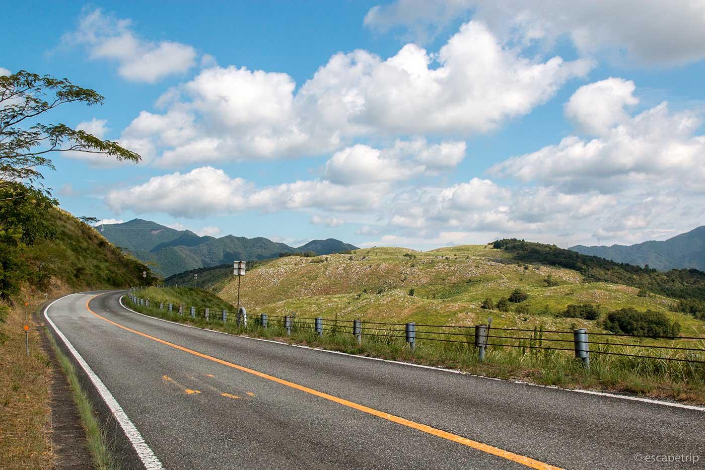 秋吉台の道