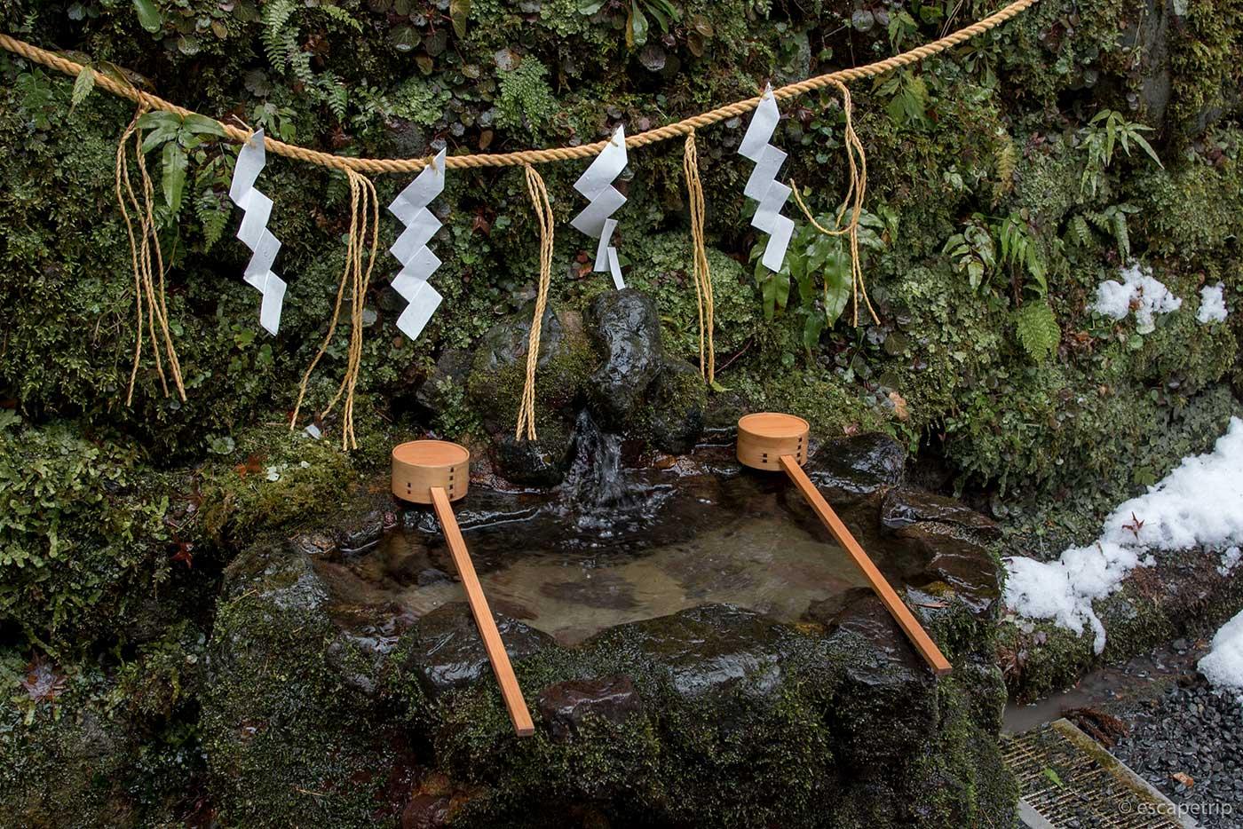 貴船神社の奥宮の湧き水