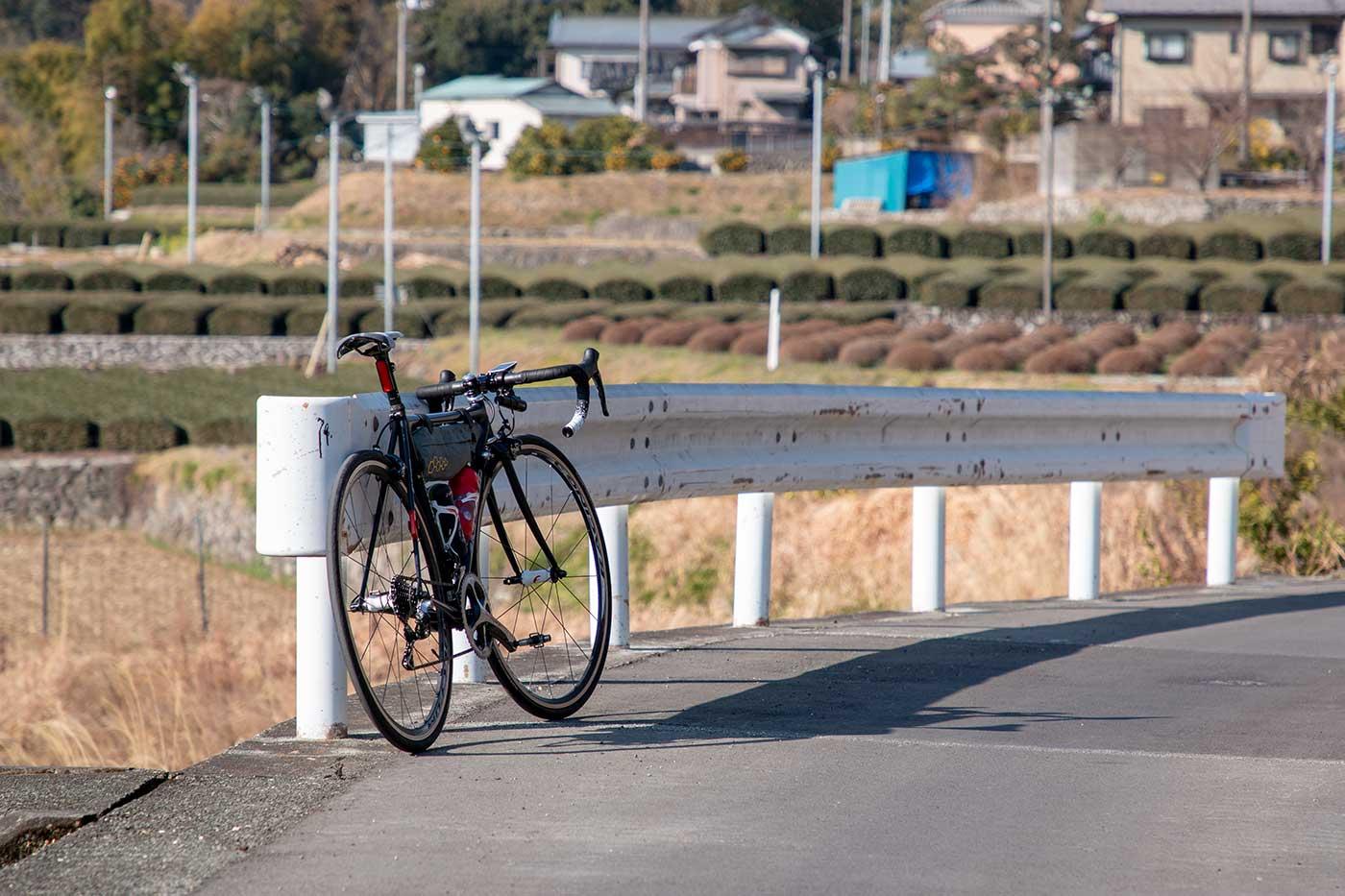 ロードバイクを後ろから撮影