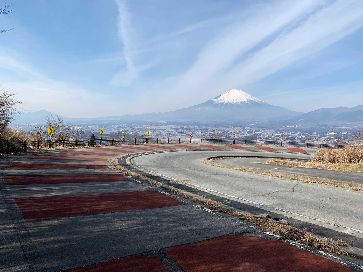 カーブと富士山