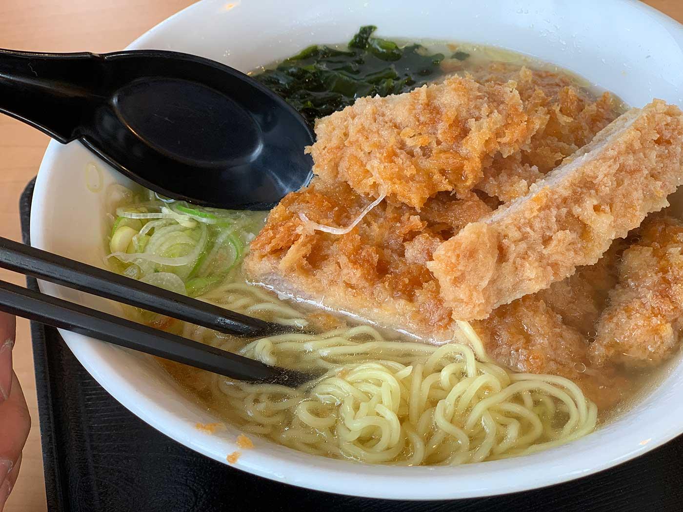 塩カツラーメンの麺
