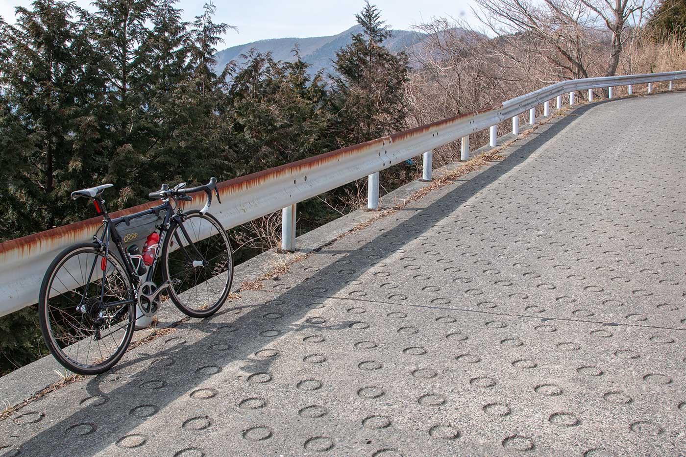 明神峠と三国峠のドーナツ坂