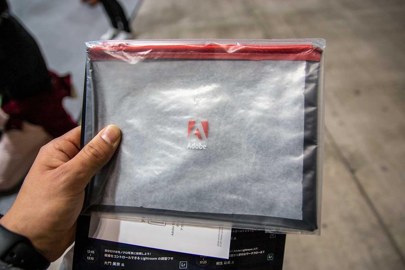 Adobeのポーチ