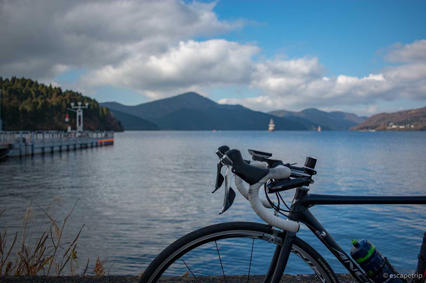 ロードバイクと芦ノ湖