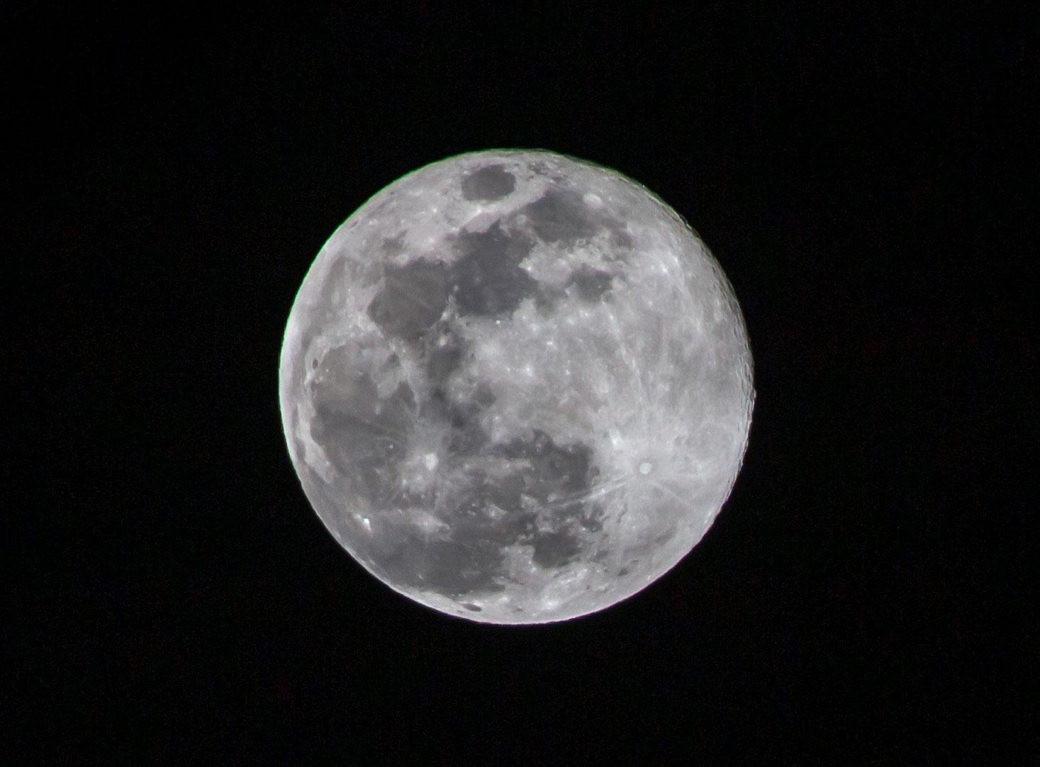 トリミングした満月