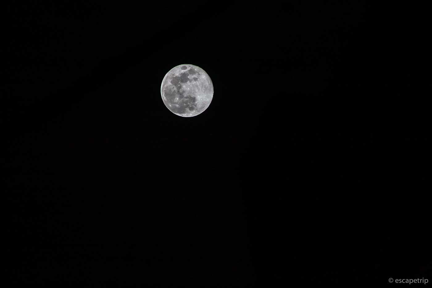 一眼レフで撮った満月