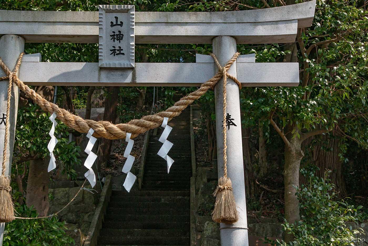 長い石段の神社