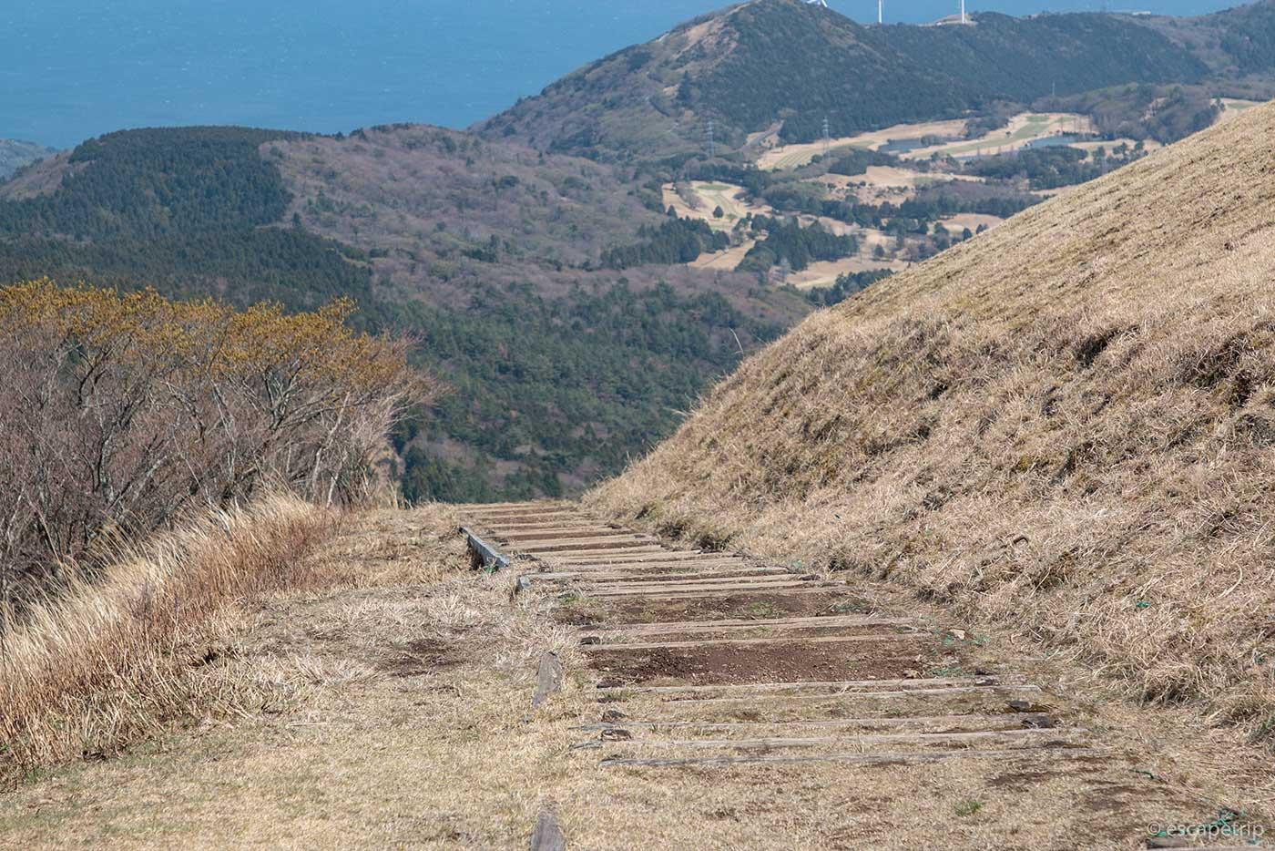 三筋山山頂からの下り道