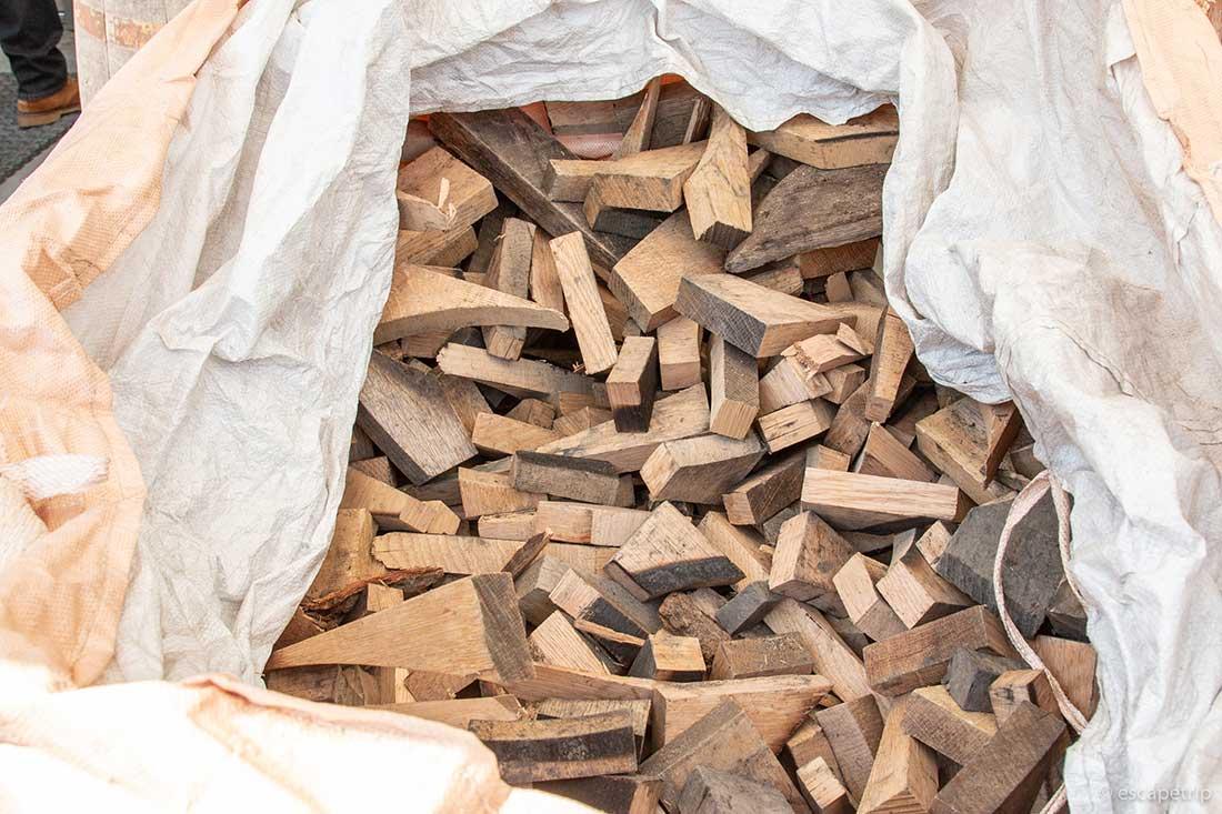 ふもとっぱらキャンプ場の針葉樹の薪