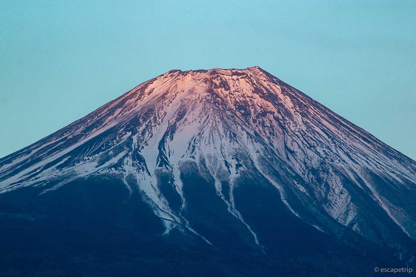 夕陽を受ける富士山