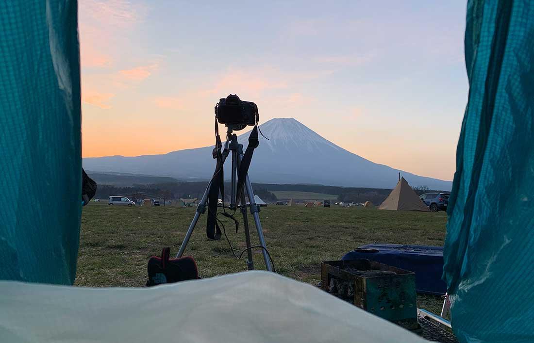 テント内から見るふもとっぱらキャンプ場の富士山