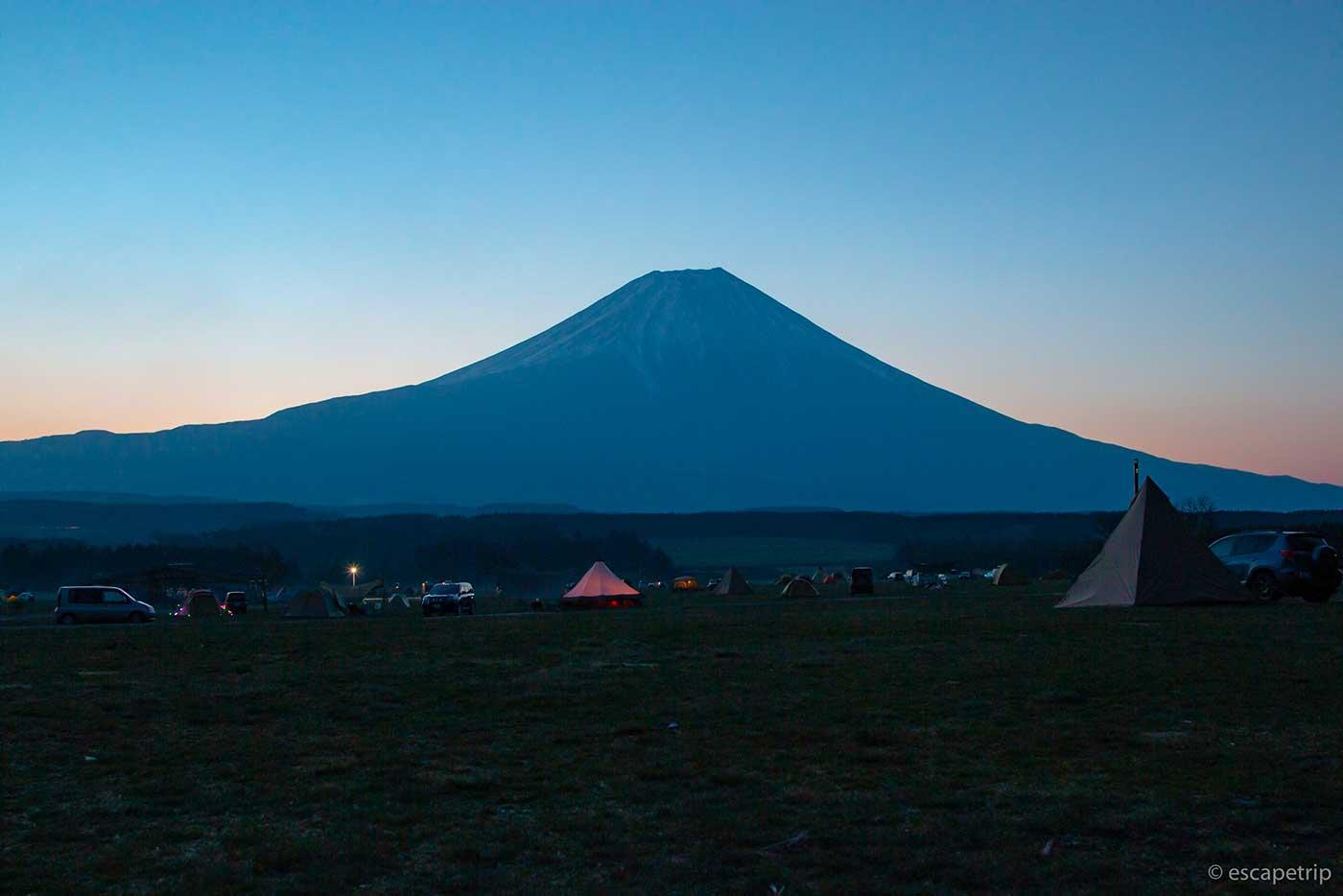 ふもとっぱらキャンプ場の夜明け