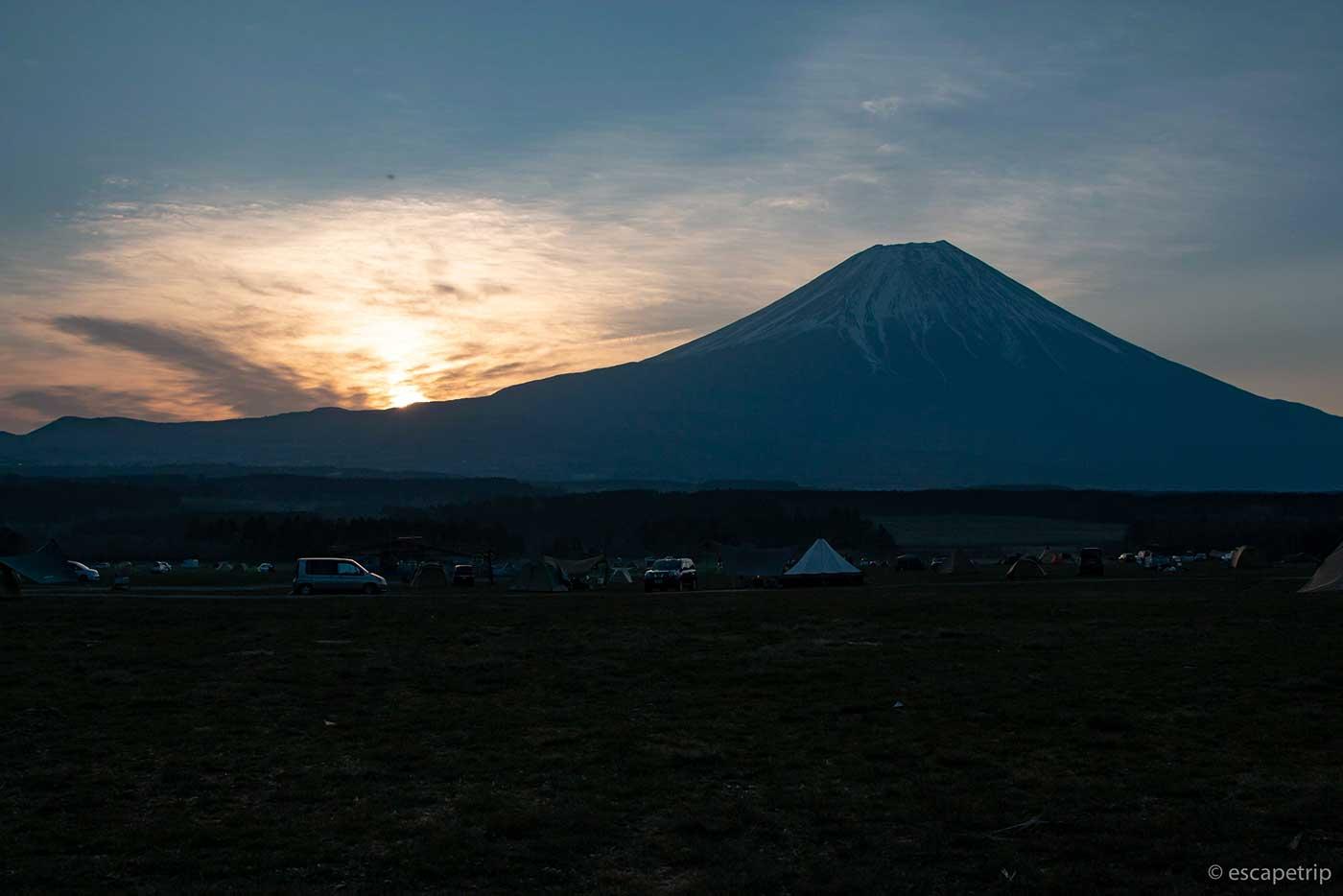 ふもとっぱらキャンプ場に昇る太陽