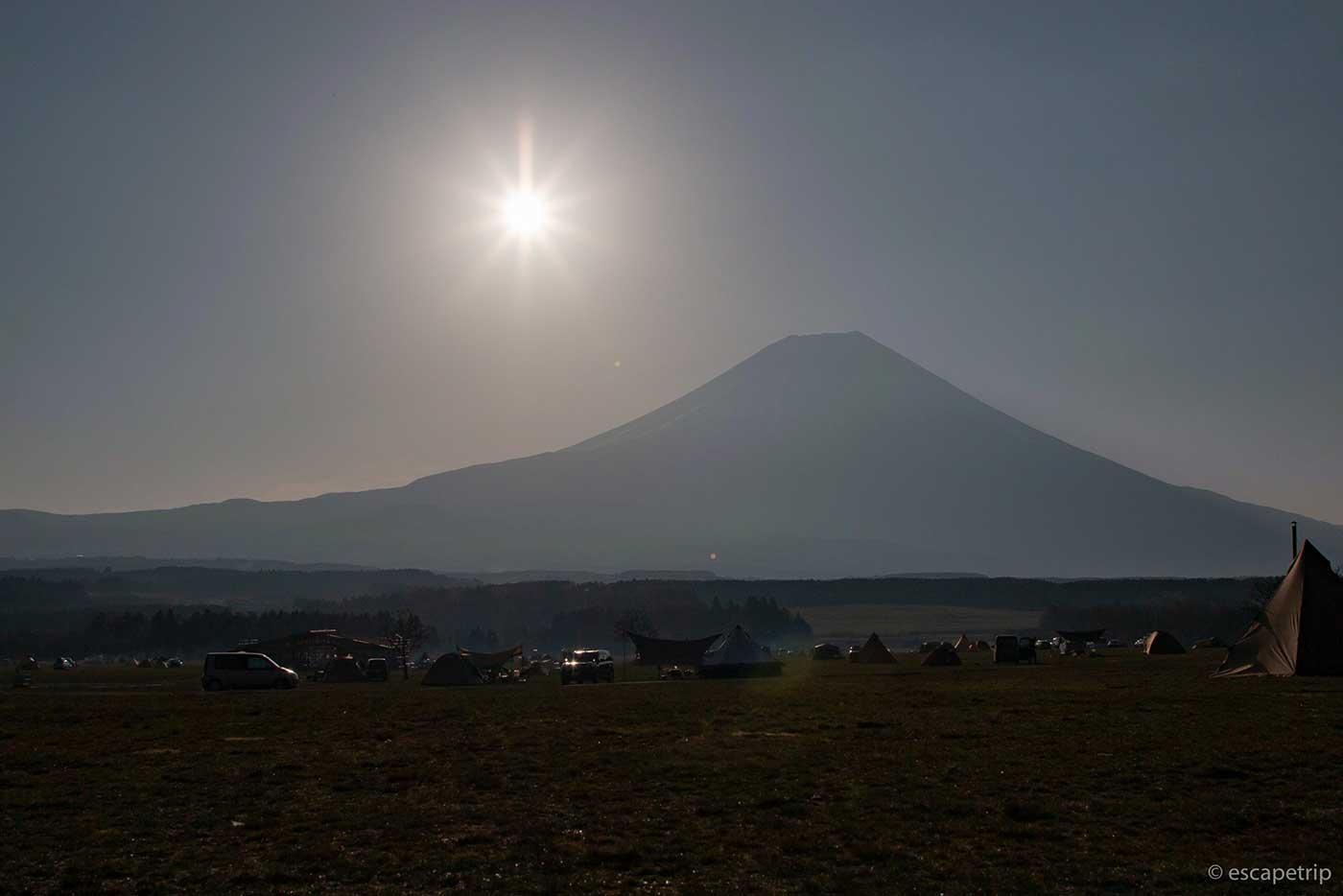 ふもとっぱらキャンプ場の富士山と太陽